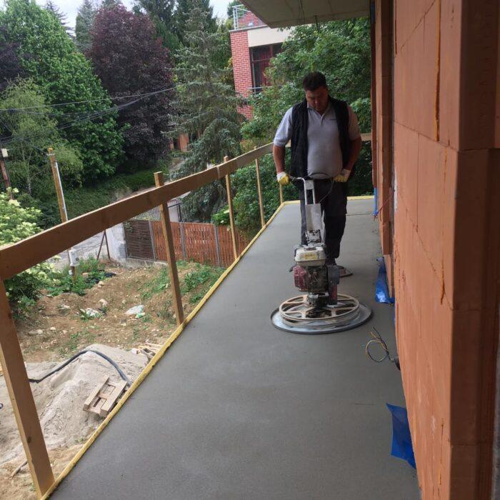 Családi ház 200 m2 estrich beton padló készítése.