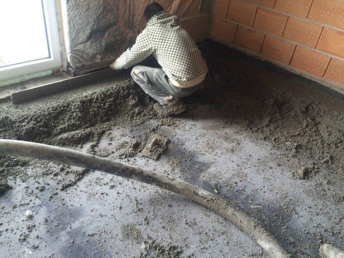 Budapest XII. kerület Hegyhát utca 13 13 lakásos társasház 2.700 m2 estrich beton padló és polisztirol gyöngyös könnyű beton feltöltés készítése.